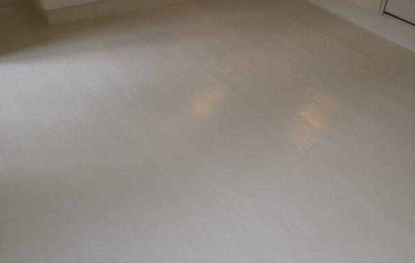 Maler Sorø, køkken gulv med hvid maling