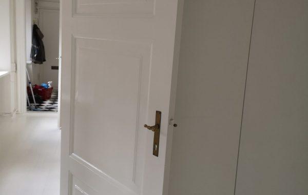 Maler Sorø, hvid maling af dør